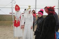 Mikuláš, čert a anděl přijeli i na Aura ranč v Krupé.
