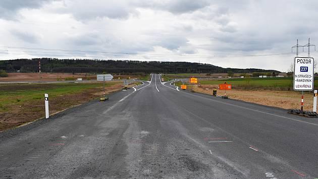 U Řevničova se staví okružní křižovatka, která spojí silnice I/6, I/16, ale také výjezd a sjezd na D6.