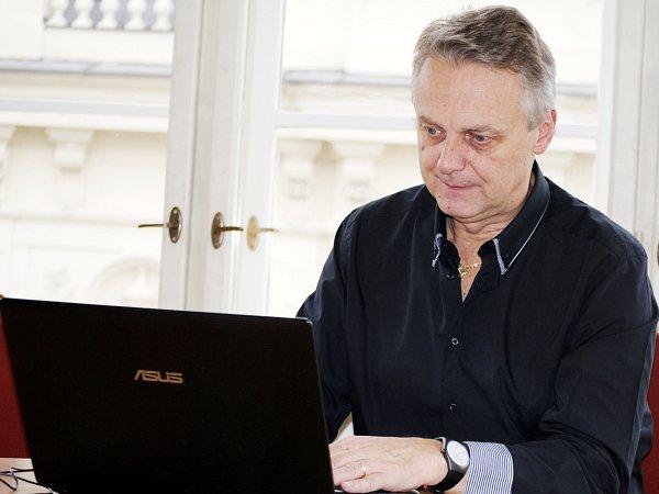 Starosta Rakovníka Pavel Jenšovský (ČSSD) odpovídal on-line na dotazy čtenářů Rakovnického deníku