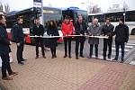Na autobusovém nádraží v Rakovníku se ve čtvrtek konala menší slavnost k integraci dopravy.