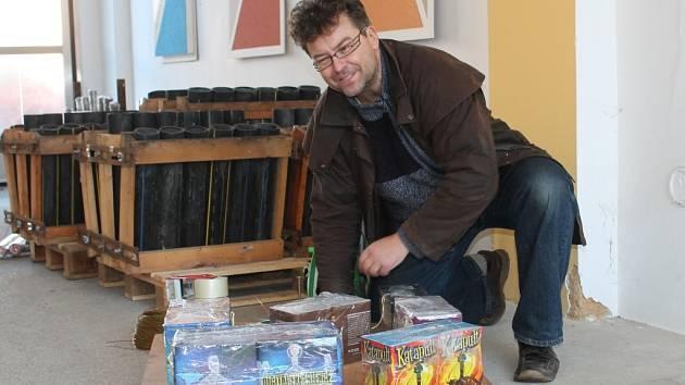 Petr Svoboda připravuje rakovnický ohňostroj