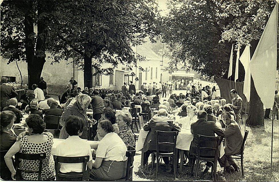 Občané Šanova v roce 1966.