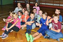 ZŠ Lužná - hodina tělocviku čtvrťáků pod vedením paní učitelky Ivy Hudečkové
