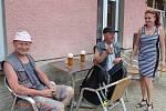 V Novém Strašecí v některých restauracích zákaz kouření vítají, někde ne, někde kuřáci kouří venku.