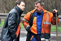 Senátor Marcel Chládek vyrazil na kontrolu opravy silnice u Šamotky