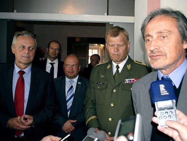 Vojenská posádka se vrátí zpět do Rakovníka. V Rakovníku to řekl ministr obrany Martin Stropnický (ANO) a také Náčelník generálního štábu Armády ČR Josef Bečvár