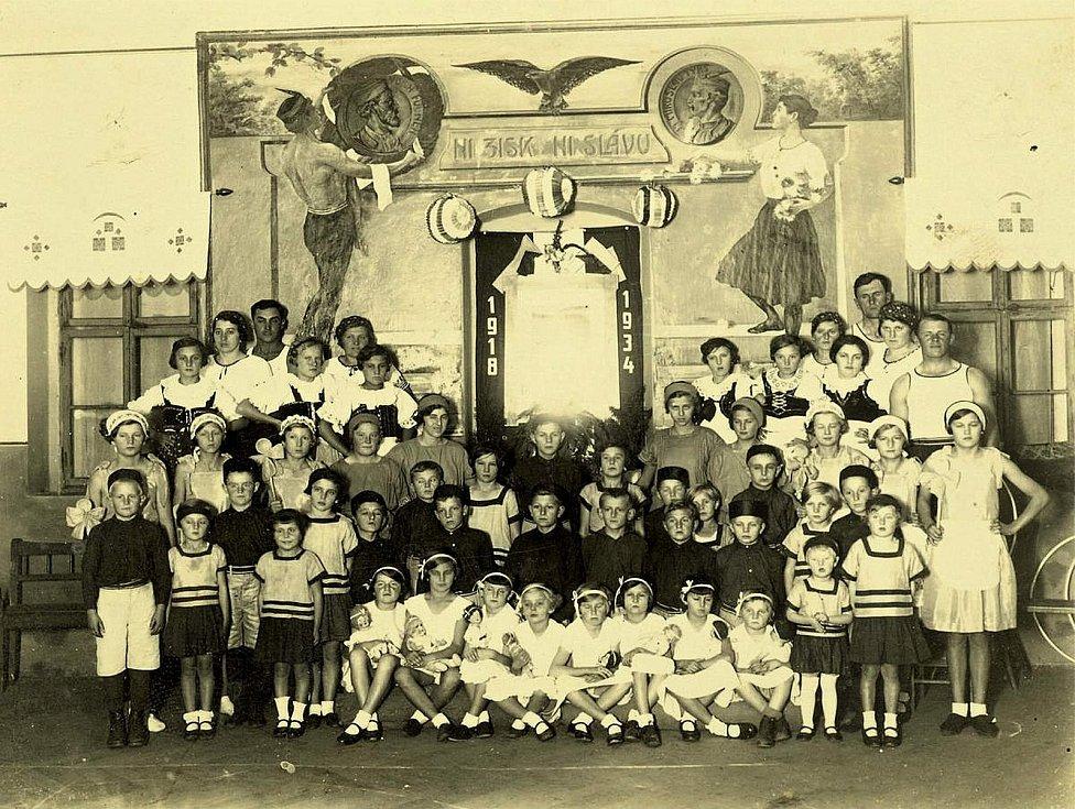 Šanovští sokolové v roce 1934.