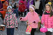 Rakovnický Dům dětí a mládeže uspořádal tradiční Halloweenský průvod městem.