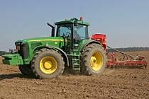 Pořízení nového traktoru je vždy celkem drahou záležitostí. Postarší Zetory jdou proto velmi na odbyt.