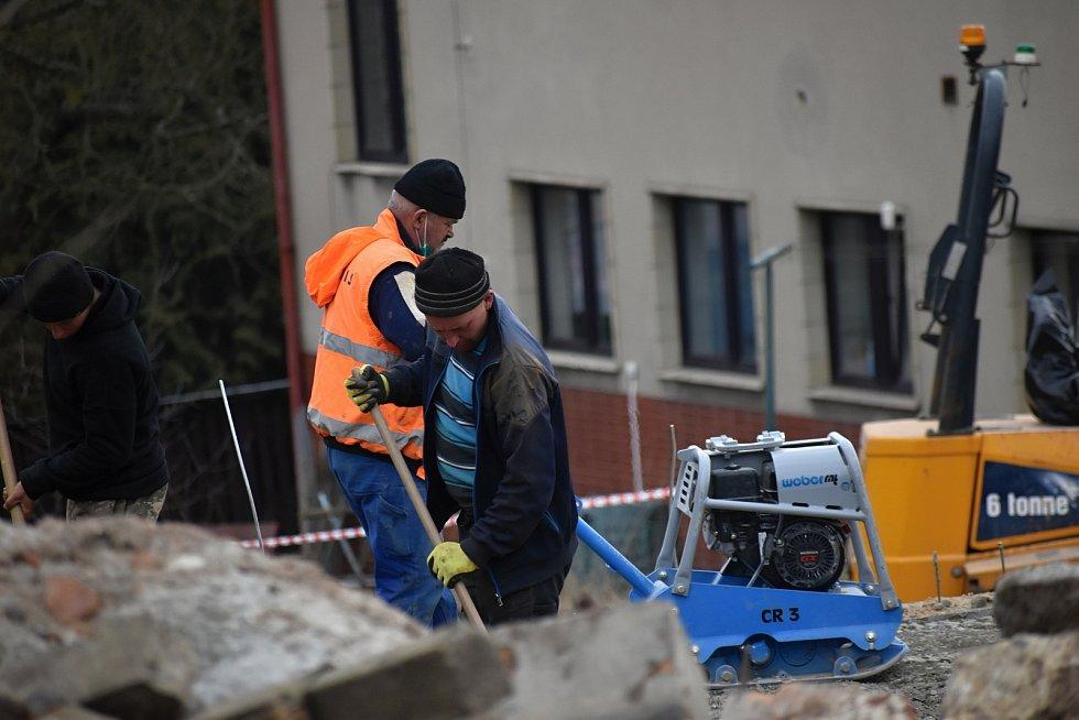 Stavba nových domů v Rakovníku na Šamotce.