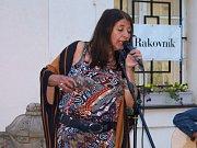 Rakovnická nokturna na nádvoří muzea zahájila skupina Yvonne Sanchez Trio.