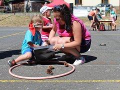 Děti oslavily dětský den na hřišti