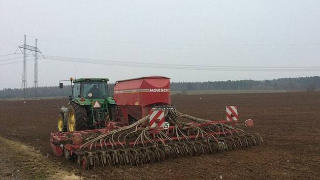 Setí jařin v Zemědělské společnosti Chrášťany
