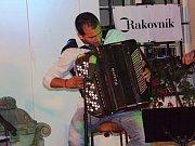 Před Muzeem TGM v Rakovníku vystoupil Tomáš Liška & Invisible World.
