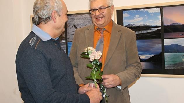 Slavnostní zahájení výstavy Krajiny vzdálené i blízké ve Výstavní síni rakovnické radnice.