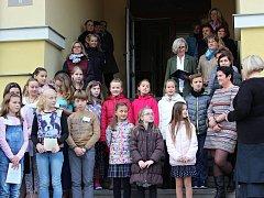 Den otevřených dveří pořádaných k příležitosti 85. výroční od založení školy, si nenechaly ujít desítky dětí i pamětníků.