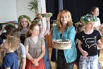 Folklorní soubor Borůvky z DDM Rakovník slaví vítězství z krajské postupové přehlídky.