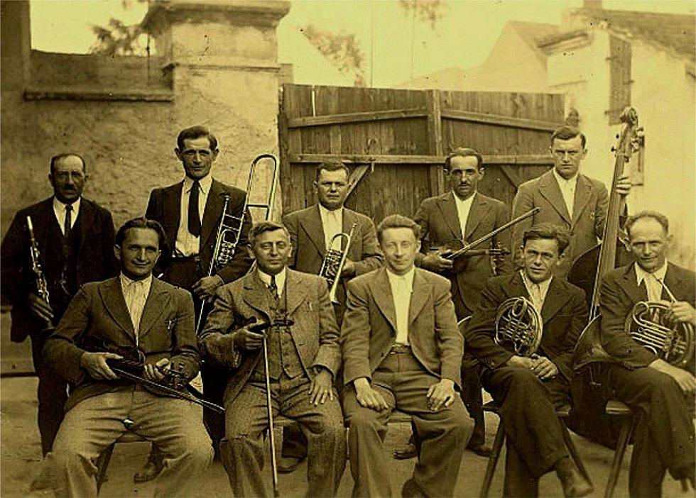 Šanovští hudebníci v roce 1930.