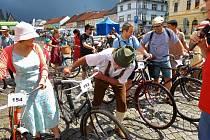 Nedělní závody v rámci akce Cyklování na Husově náměstí v Rakovníku.