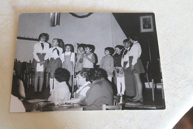 Oslava MDŽ vsokolovně Panoší Újezd vroce 1977.