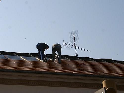 Nová střecha na škole v Chrášťanech