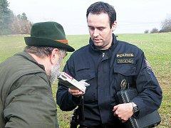 Policie kontrolovala myslivce