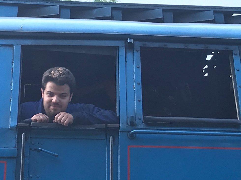 """Legendární """"Papoušek"""" vyjel z Lužné u Rakovníka."""
