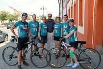 Setkání účastníci Cyklo-běhu za Českou republiku bez drog 2019 se starostou Rakovníka Luďkem Štíbrem.