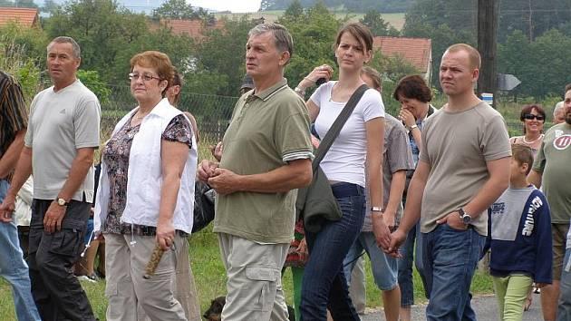 Pochod obcí Skryje.