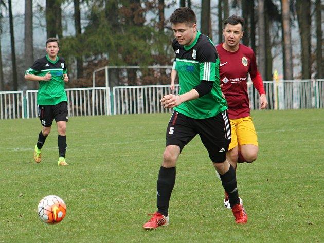 Fotbalisté rezervy rakovnického Tatranu porazili Jedomělice 2:0.