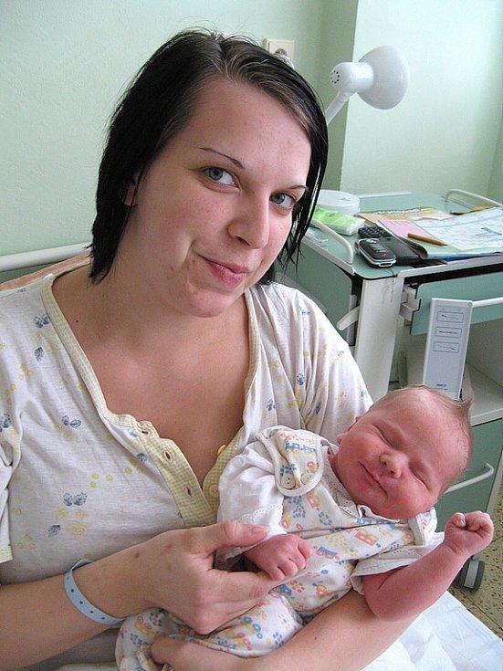 TOBIÁŠ MUDRA z Kroučové se v rakovnické nemocnici narodil 22. února 2008 v 13:53. Chlapeček po narození vážil 4,1 kilogramu a měřil 53 centimetrů.