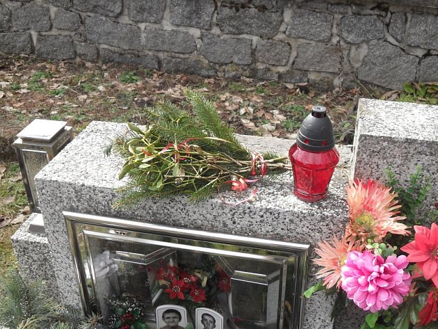 Vandal řádil na hřbitově