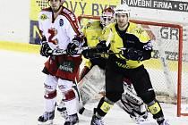 Hokejisté Žďáru nad Sázavou si v derby s Moravskými Budějovicemi vypracovali pohodlný čtyřbrankový náskok. Žihadla však v závěru zabrala, snížila na 4:5 a sahala po vyrovnání. Pátý gól už se jim ale vstřelit nepodařilo.