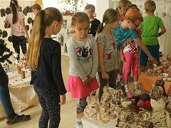 Děti z MŠ Vinohrady vystavovaly výrobky z keramiky. Poté je čekalo sportovní odpoledne.