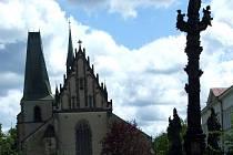 Kostel sv. Bartoloměje na Husově náměstí v Rakovníku