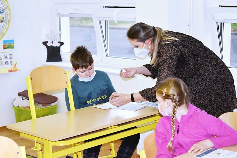 Žáci lubenské školy se po dlouhé době vrátili do školy.