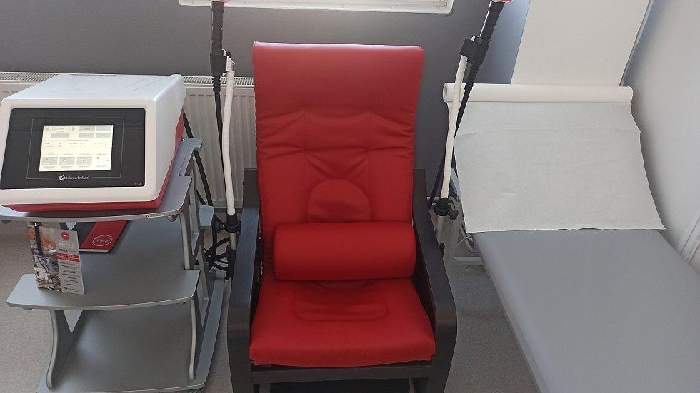 Nový rehabilitační přístroj v Masarykově nemocnici v Rakovníku.