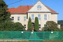 Budova bývalé školy ve Skryjích
