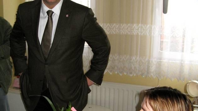 Hejtman Petr Bendl zavítal do rakovnické nemocnice.