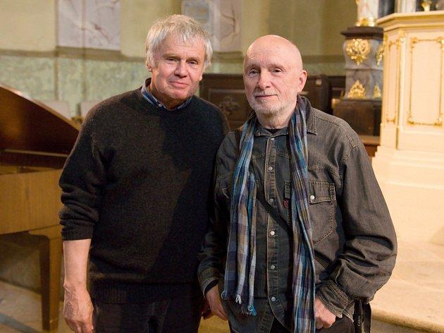 Zahájení výstavy fotografií přátel Jaroslava Beneše a Miroslava Machotky.