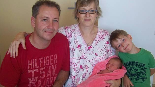 Tatínek Radek, maminka Monika, malá Nikolka a bratr Kubík