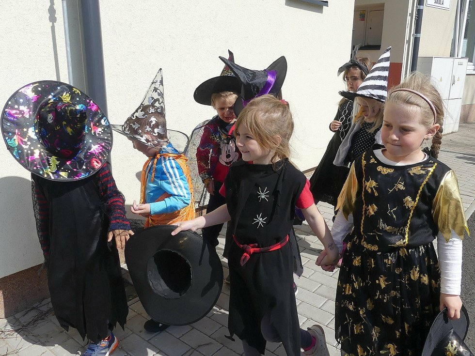 Slet čarodějnic v šanovské školce.