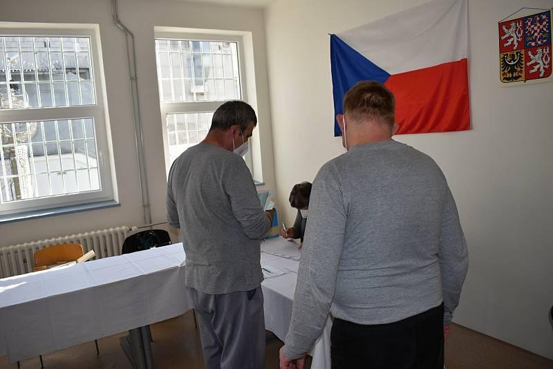 Parlamentní volby ve věznici Oráčov.