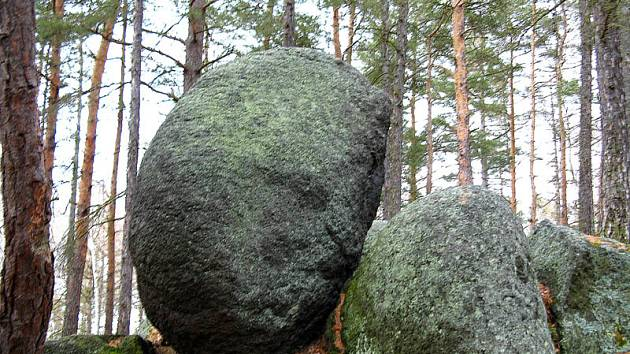 Vztyčený kámen u Jesenice