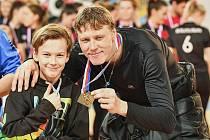 Hrající trenér rakovnických pozemních hokejistů Pavel Hraba se synem.