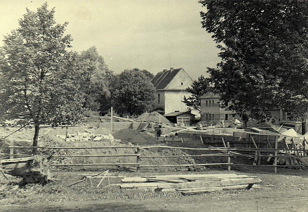 Šanov, stavba školy - rok 1961.