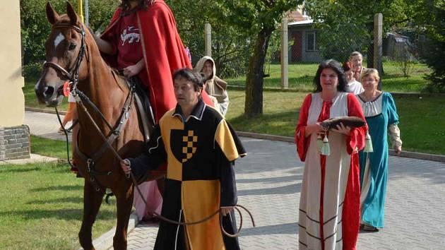 Král Václav přijel za novostrašeckými seniory