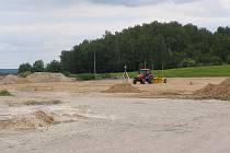 Stavba sportovního areálu v obci Rynholec