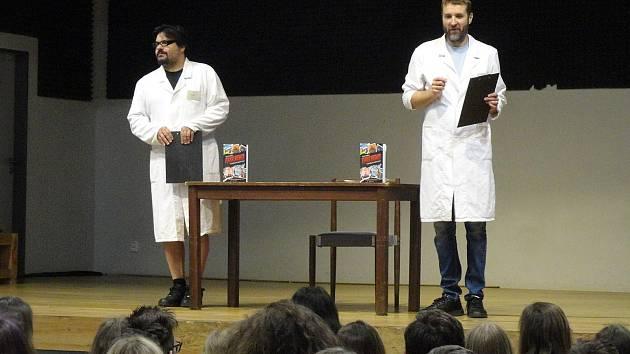Další z dílů literárního Listování připravila pro žáky základních a středních škol v Domě osvěty městská knihovna.