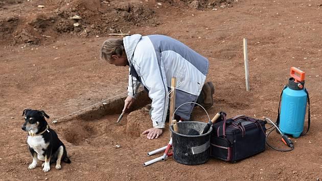 Z archeologického průzkumu na staveništi budoucí dálnice D6 u Nesuchyně.